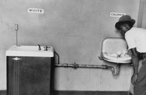 Black_White Water Fountain